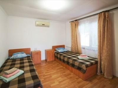 Коттедж 4-местный 2-комнатный, фото 1