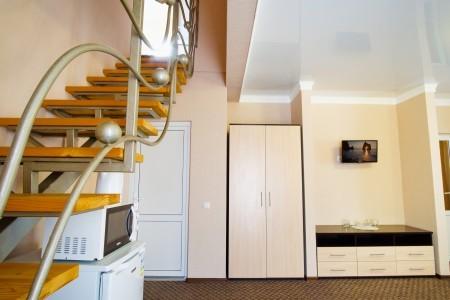 Люкс 2-местный 2-комнатный двухуровневый с балконом, фото 2