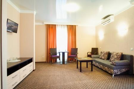 Люкс 2-местный 2-комнатный двухуровневый с балконом, фото 3