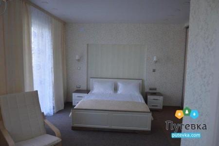 Люкс 3-местный 2-комнатный (1 этаж), фото 1