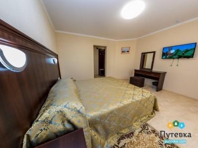 Люкс 2-местный 2-комнатный корп.2,3 с балконом, фото 1