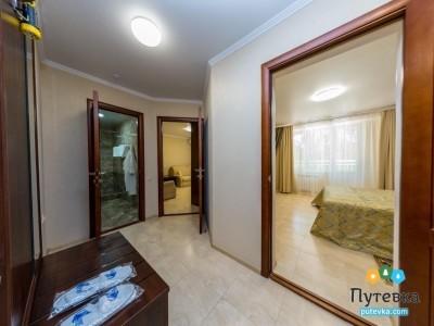 Люкс 2-местный 2-комнатный корп.2,3 с балконом, фото 3