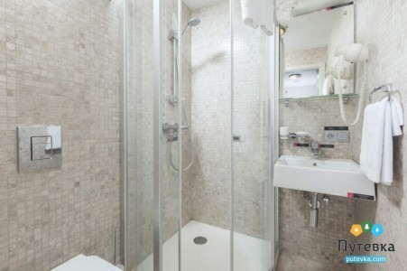 Люкс 4-местный 2-комнатный с одной двуспальной кроватью и двумя раскладными креслами Грин Парк, фото 4