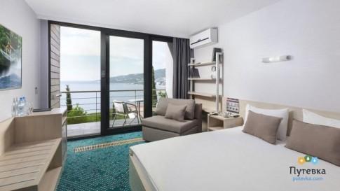 Стандартный улучшенный 3-местный с одной двуспальной кроватью и раскладным креслом, фото 1