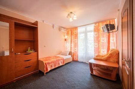 Номер 3-местный 2-комнатный, фото 2