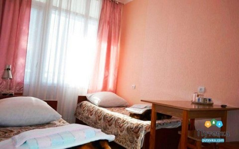 Эконом 4-местный 2-комнатный с балконом, горы, фото 1
