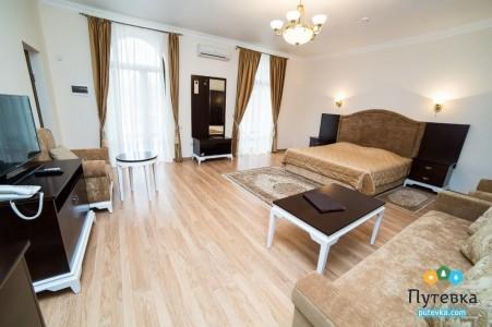 Апартаменты 4-местные 3-комнатные №10-11 (вид на море, 2 этаж), фото 1