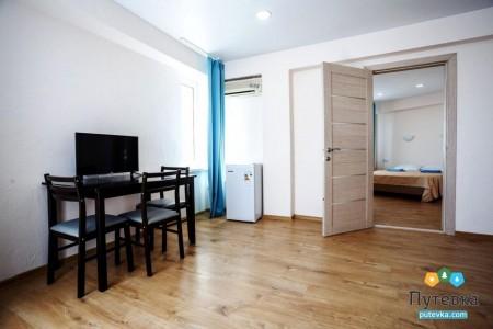 Комфорт 4-местный 2-комнатный с балконом, горы, фото 1