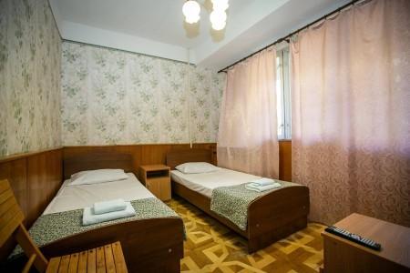 Стандартный 2 местный 1-комнатный, 2 категории.  (лоджия, вид на горы), фото 1