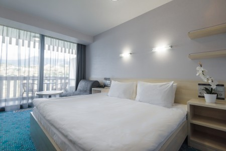 Стандарт улучшенный 2-местный с двуспальной кроватью и креслом, фото 1