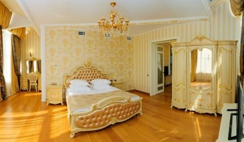 Люкс Золотой 4-местный 3-комнатный, фото 1